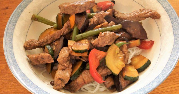 Asijské hovězí nudličky stir-fry